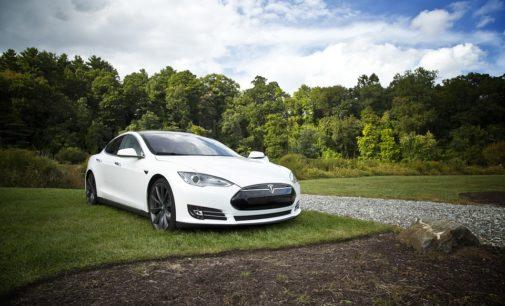 Tegen 2030 enkel nog elektrische auto's op de wegen