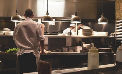 Restaurant beginnen? Deze keukenapparatuur heb je (sowieso) nodig